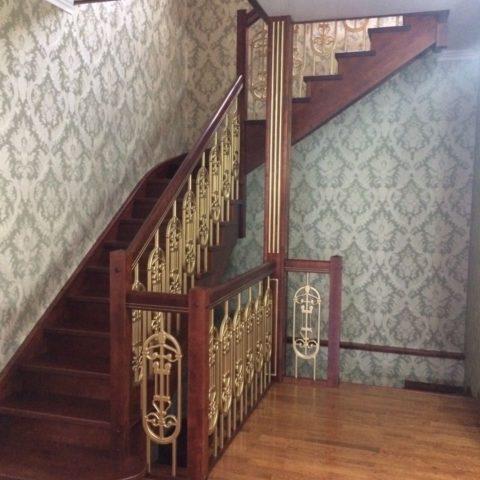 Маршевая лестница на косоуре
