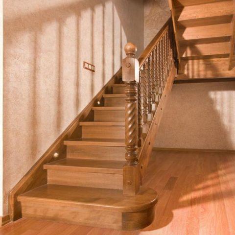 Маршевая лестница на тетиве