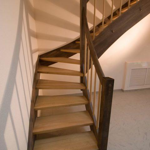 Забежная лестница на тетиве